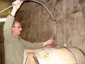 Stirring of oak barrels