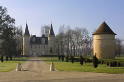 General view of the entrance of Chateau d'Agassac